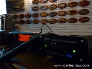 Seguridad: Radio VHF con llamada selectiva digital (DSC) y AIS